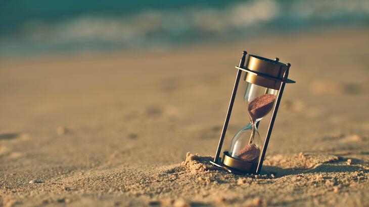 Tiimalasi hiekkarannalla